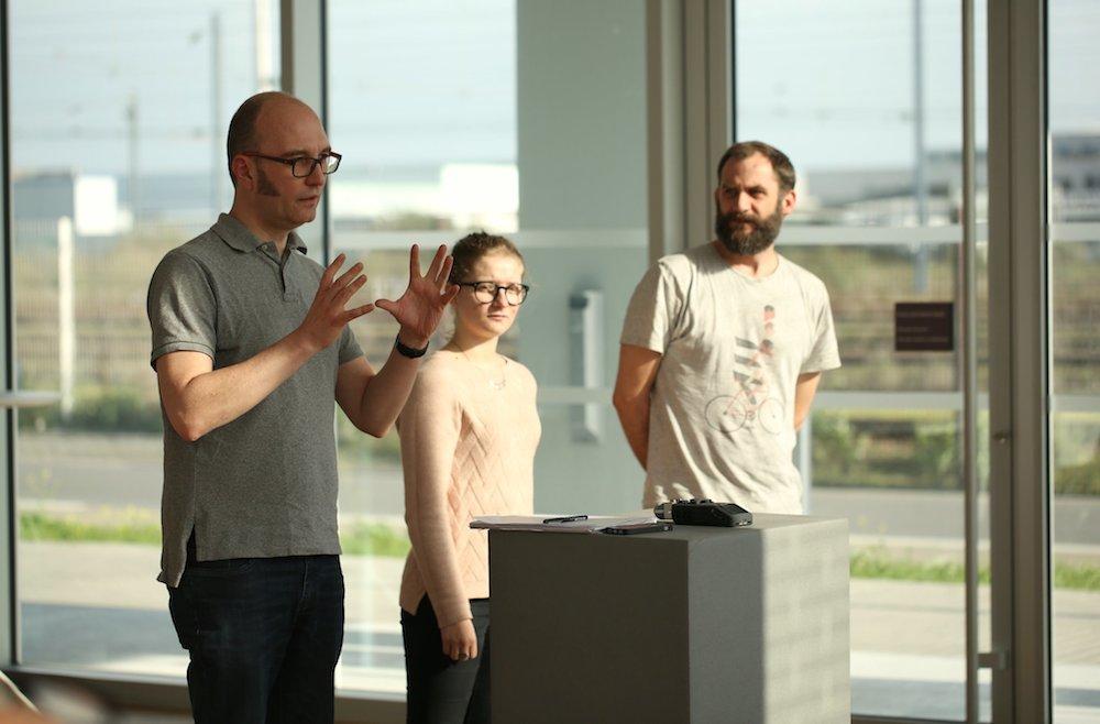 L'équipe du projet Podcast Libre explique son projet aux autres participants